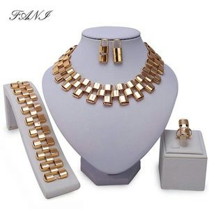 Check gold jewelry set